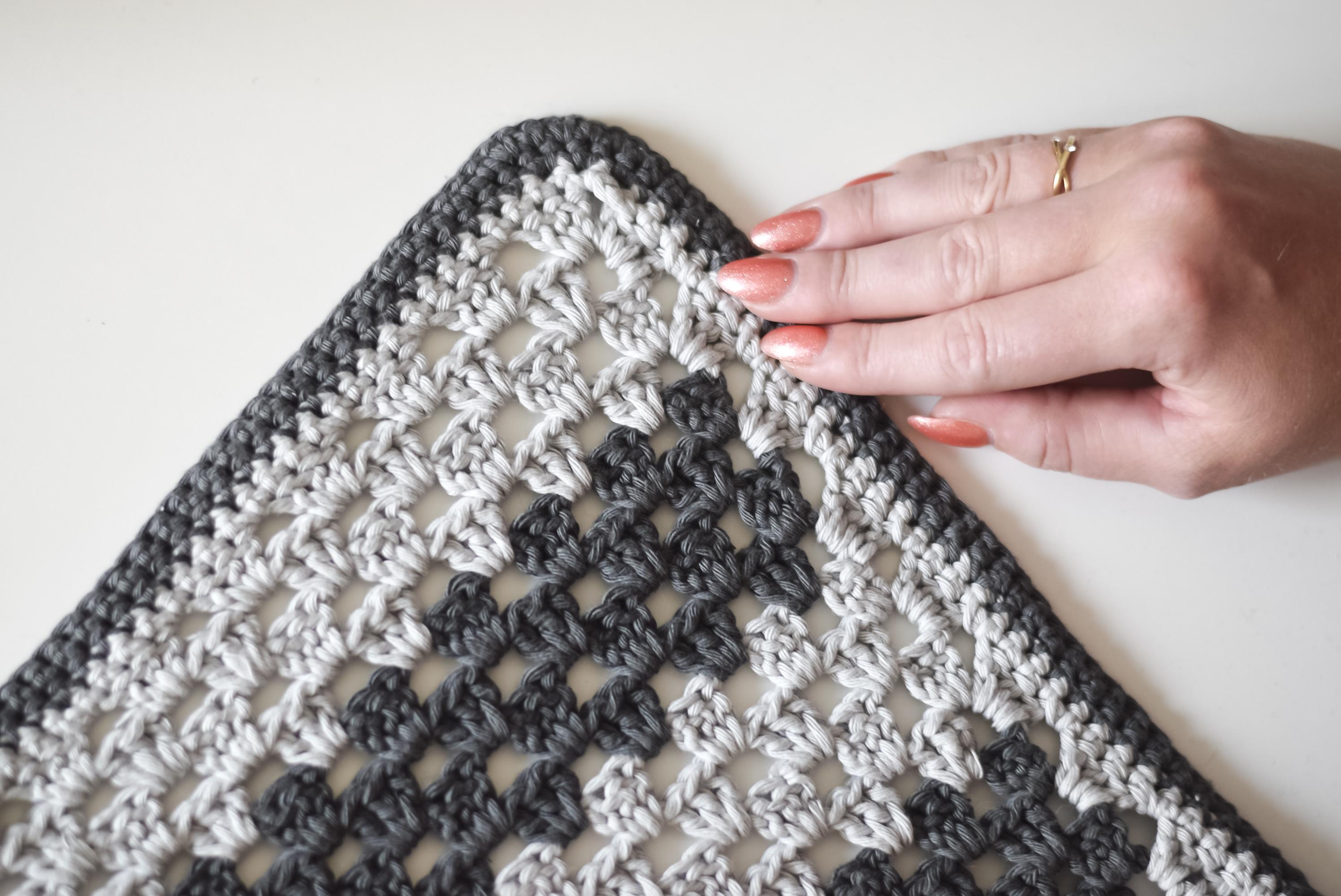 nemt hæklet tæppe